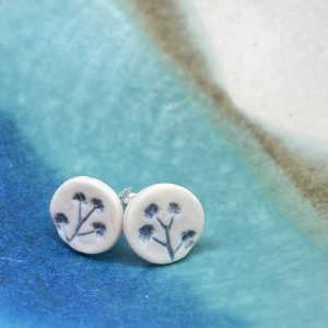 Cornish hedgerow earrings – soft grey